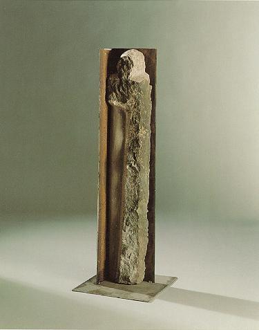 """""""Psychosis"""", Sandstein, Eisen, 1990, 150 x 30 x 30 cm"""