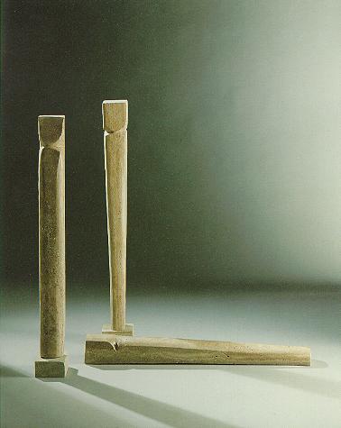 """""""Mumien"""", Travertin, 1990, 140 x 20 cm, 145 x 20 cm, 135 x 20 cm"""
