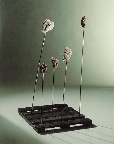 """""""Masken"""", Lava bemalt auf Eisenstangen und Holzsockel, 1990, 155 x 80 cm"""