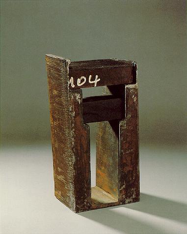 """""""Beziehungsweise"""", Eisen, Schiefer, 1990, 34 x 14 x 10 cm"""